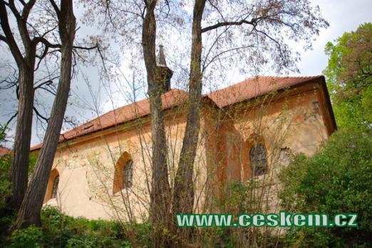 Kostel Všech svatých od východu.