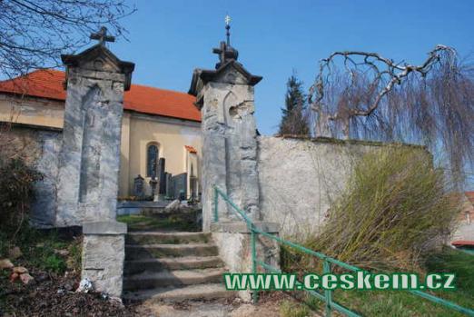 Místní hřbitov.