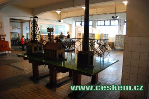 Expozice modelů těžních věží.