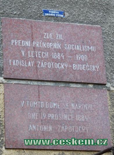 Nápis na rodném domě A. Zápotockého.