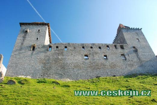 Severní strana dávného hradu.