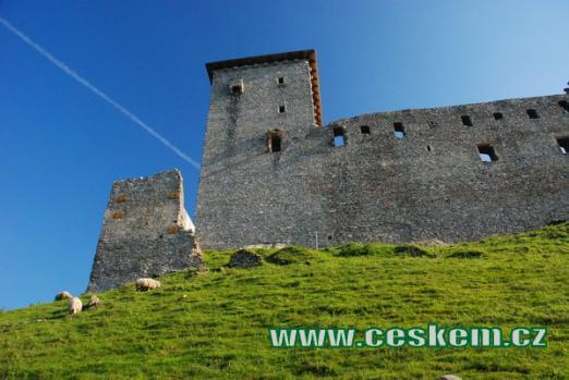 Východní věž hradu.