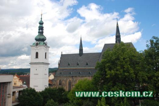 Bílá věž s arciděkanským kostelem Panny Marie.