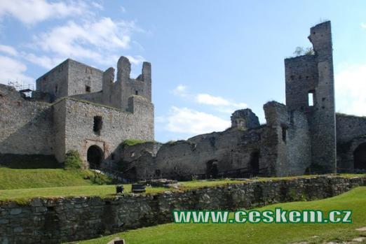 Pohled na hrad z nádvoří.