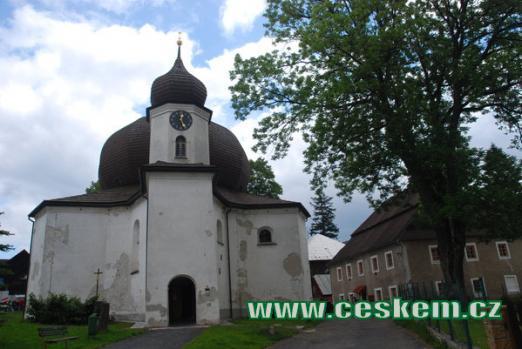 Barokní kostel Panny Marie Pomocné.
