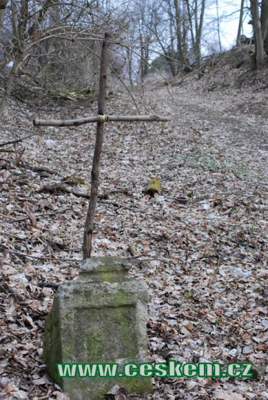Křížek z větví...