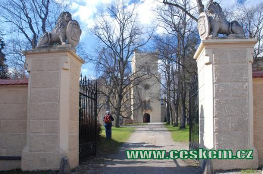Vchod do zámku.