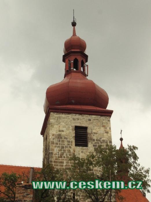 Věž kostela sv. Vavřince.