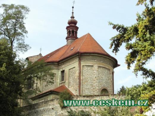Barokní jednolodní kostel sv. Jakuba.