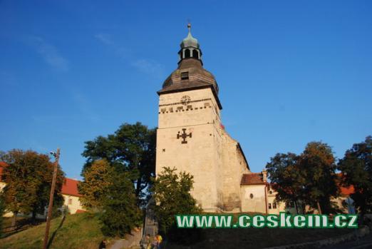 Klenot románského stavitelství - kostel Stětí sv. Jana Křtitele.