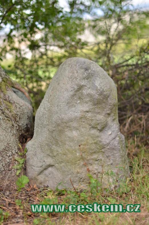Miniaturní menhir.