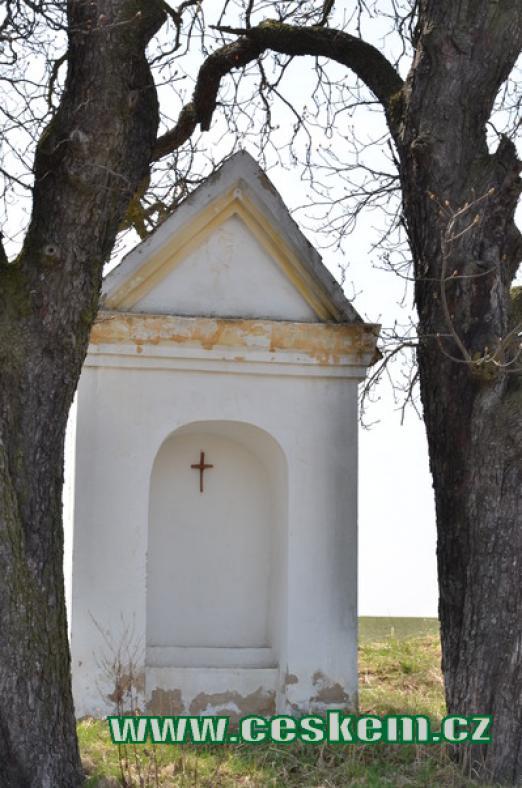 Kaplička směrem na Panenský Týnec.