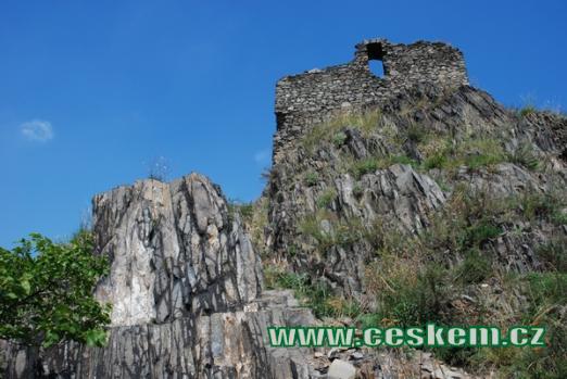 Čedičový blok pod hradem.