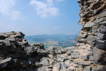 Košťálov na Litoměřicku - Výhled na krajinu v okolí hradu.