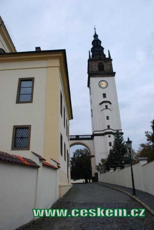 Katedrála sv.Štěpána z Máchovy ulice.