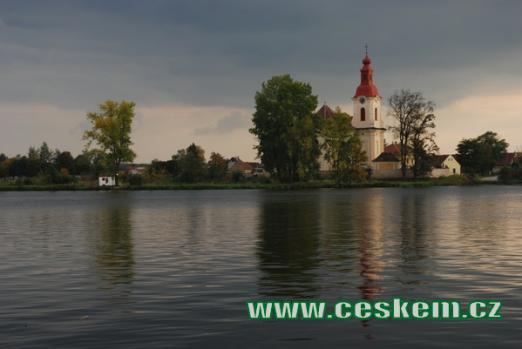 Kostel sv. Vojtěcha nad řekou Labe.