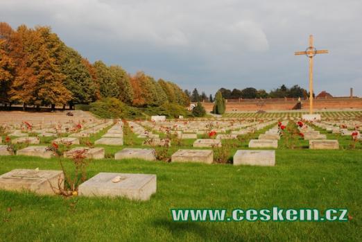 Pohled na náhrobky na Národním hřbitově.