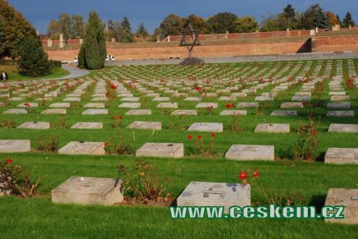 Náhrobky na terezínském Národním hřbitově.