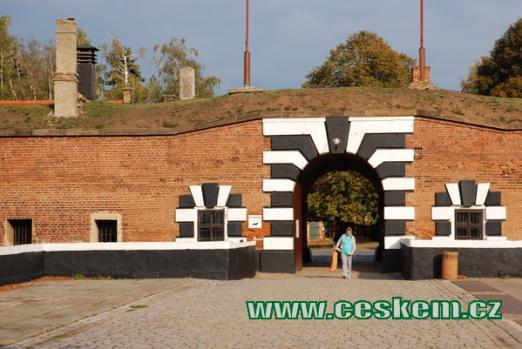 Vchod do terezínské Malé pevnosti.