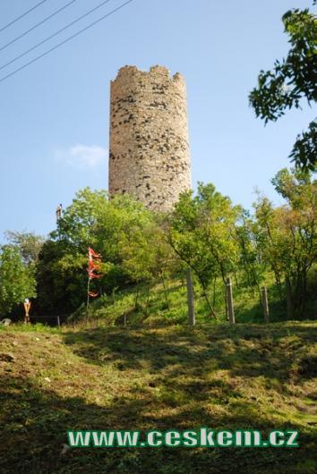 Věž hradu Skalka.