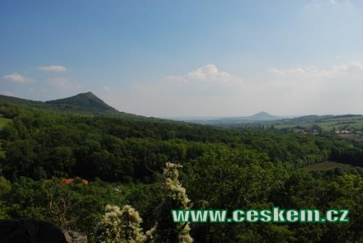 Výhled od hradu Skalka.