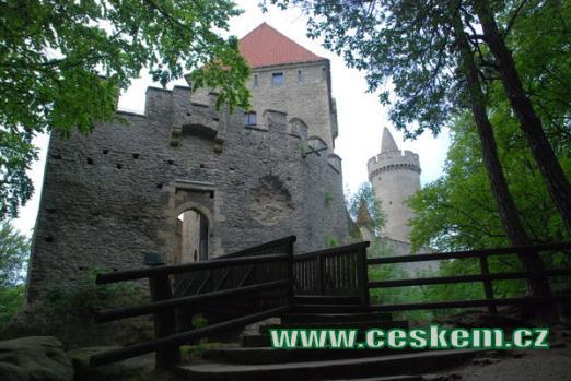 Příchod ke hradu...