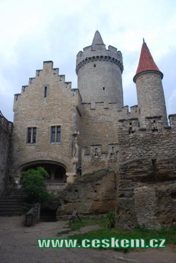 Pohled z hradního nádvoří.