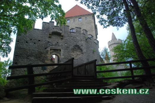 Příchod ke hradu Kokořínu.