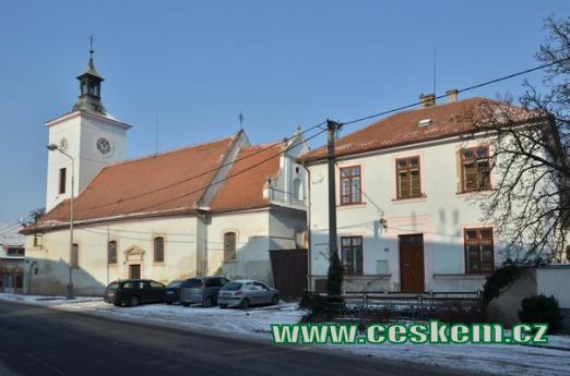Kostel od východu.