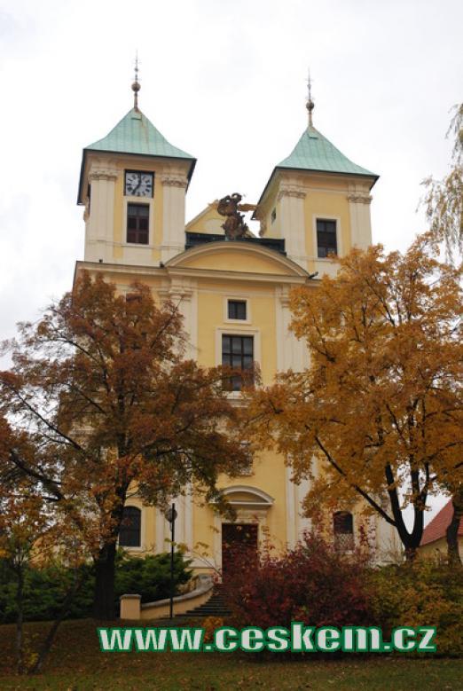 Pohled na kostel sv. Archanděla Michaela.