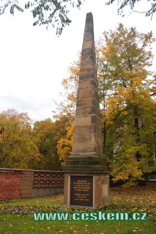 Obelisk na počest výroby sukna v Litvínově.