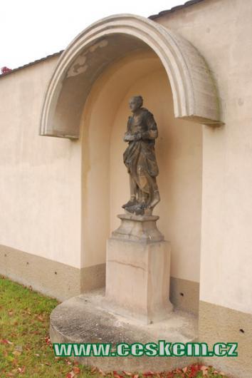 Jedna ze sedmi alegorických soch cností...