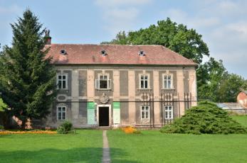 Broumovský klášter - Pohled na dům v klášterní zahradě.