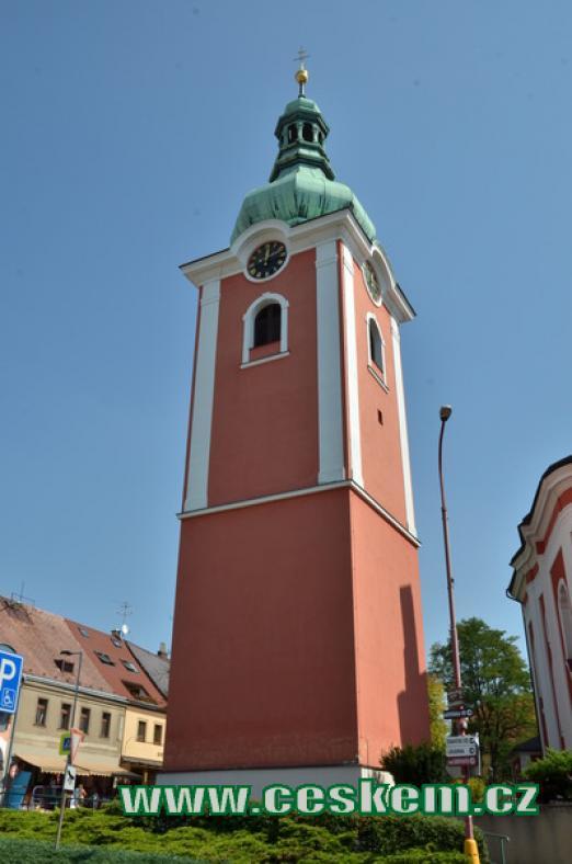 Věž u kostela sv. Jakuba Většího.