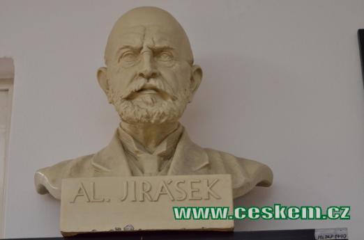 Busta Aloise Jiráska.