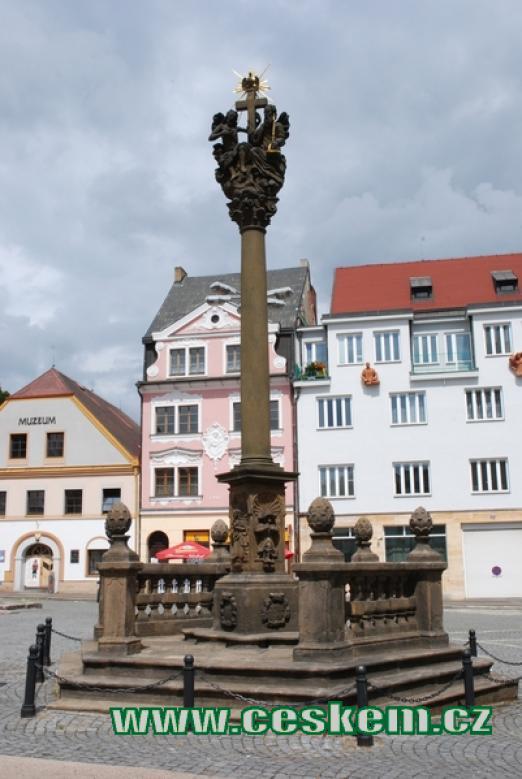 Morový sloup na Masarykově náměstí v Náchodě.