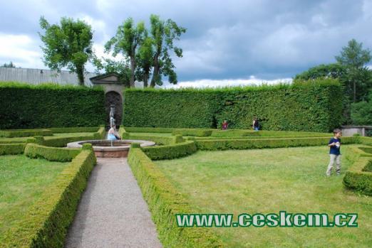 Francouzská zahrada náchodského zámku.