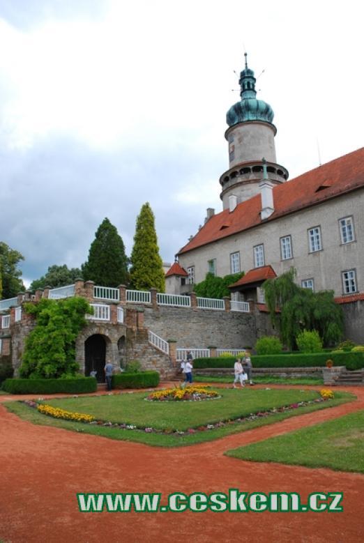Pohled ze zdejší zámecké zahrady.