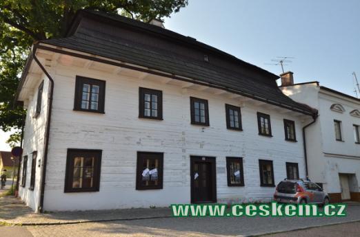 Roubená škola z roku 1785.