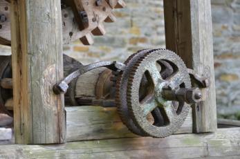 Rýzmburk na Náchodsku - Detail ozubeného kola studny.