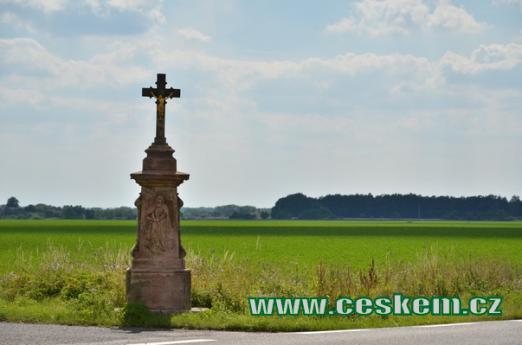 Křížek jihozápadně od vsi.