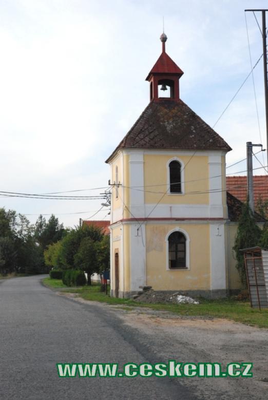Kaplička v Podlužanech.