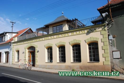 Muzeum knihařství v Rožďalovicích.