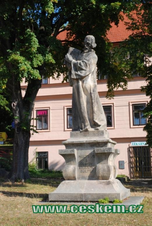 Pomník mistra Jana Husa od Františka Bílka.