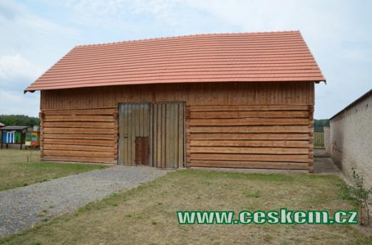 Dřevěná stodola.