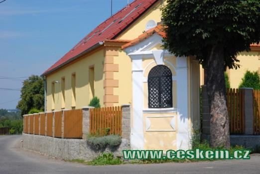 Kaplička na okraji Sepekova.