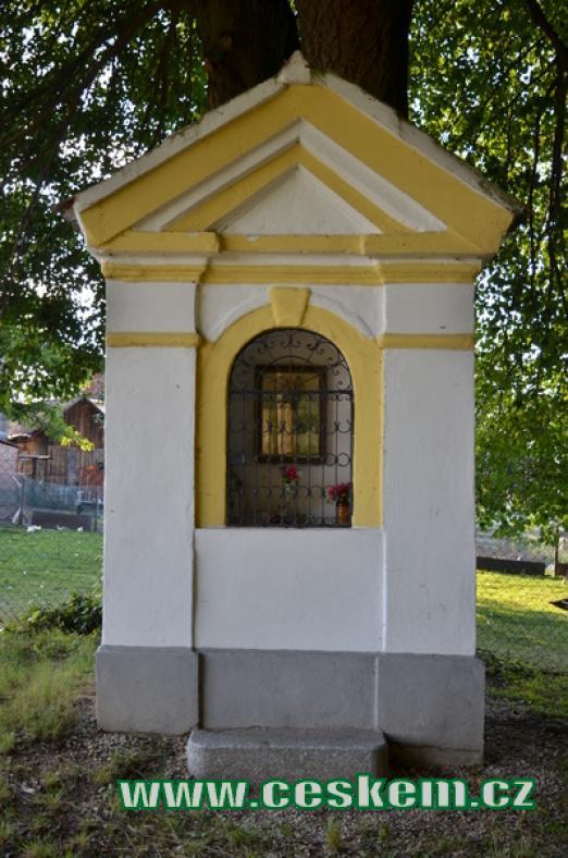Kaplička na severovýchodě obce.