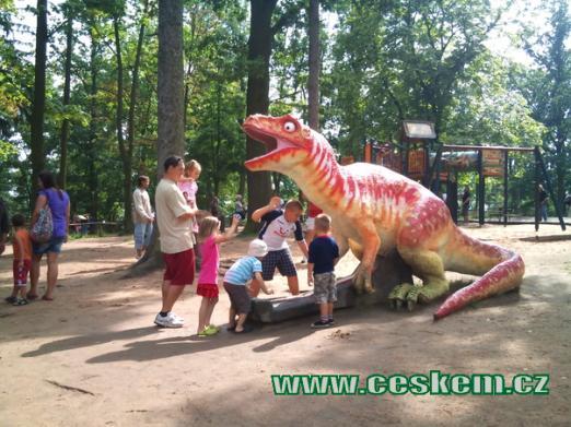 Dinopark je rájem dětí.