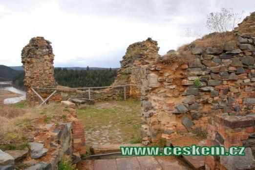 První patro dávného hradu.