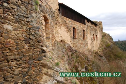 Obvodové zdi dávného hradu...